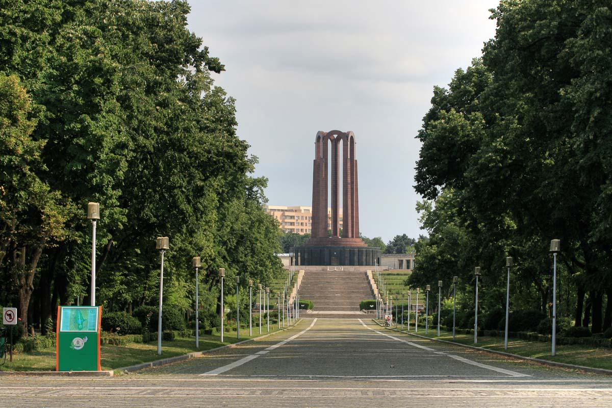Carol I Park Mausoleum - Communist highlights in Bucharest